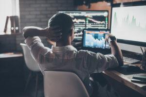 Trader Devant Ecran