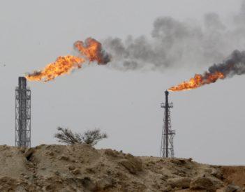 Le pétrole continue de grimper: intérêts et risques pour l'OPEP+